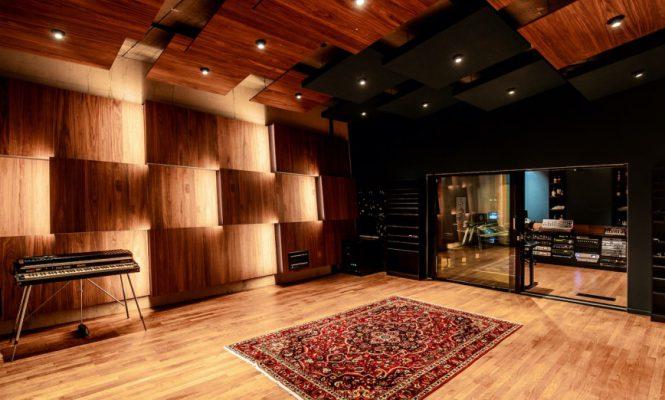 MARTIN GARRIX가 새로운 STMPD 복합 스튜디오를 개장했다.